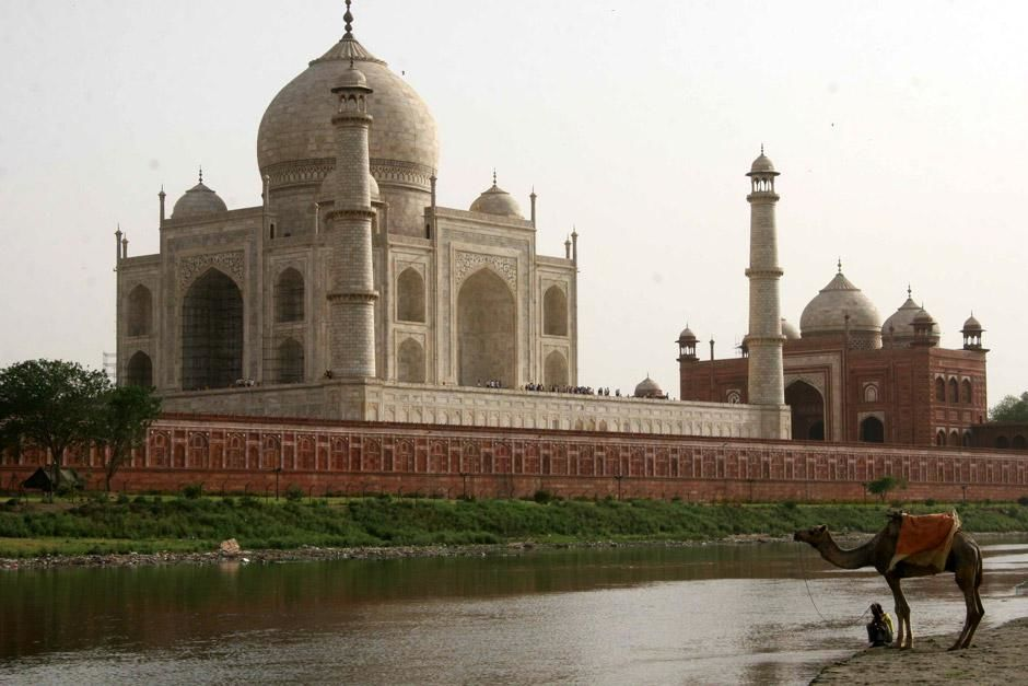 The Taj Mahal in Agra. This image is from Secrets Of The Taj Mahal. [תמונת היום - מאי 2012]
