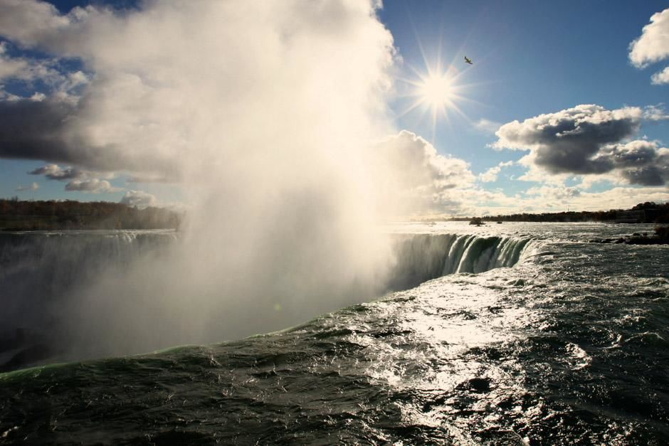 Die Niagara-Flle. Das Bild stammt aus &quot;Am Grund der Groen Seen&quot; (Drain The Great Lakes). [Foto des Tages - Mai 2012]