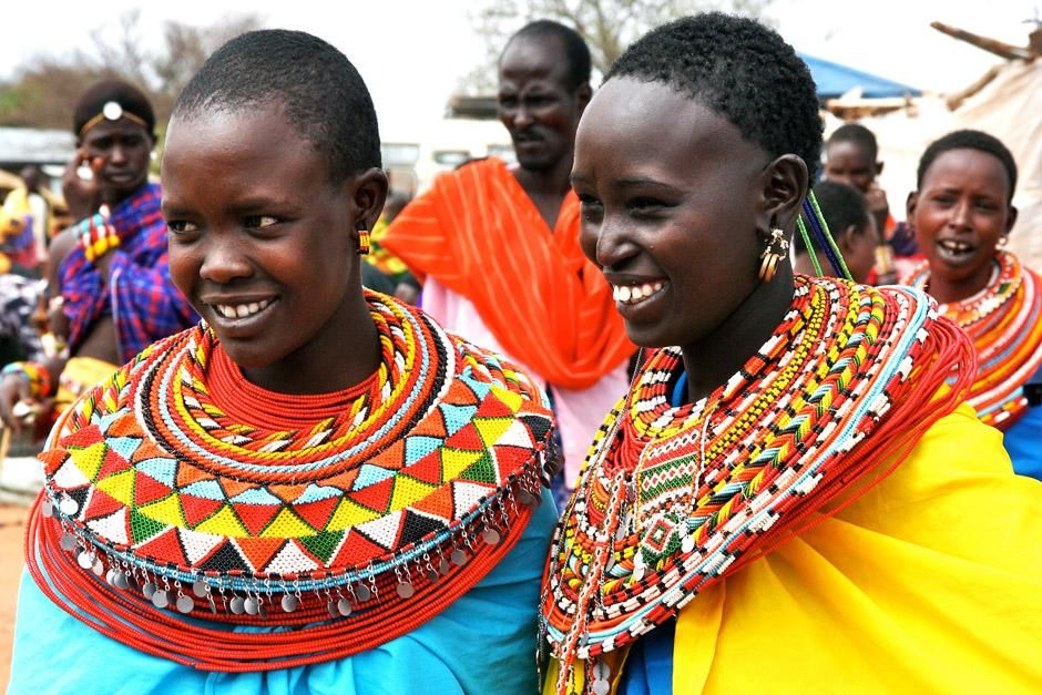 Two young Maasai women. This image is from Warrior Road Trip. [Dagens billede - juni 2012]