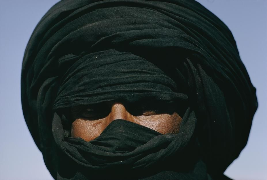 Pslunk nroda Tuareg se zahalenou hlavou. Hirafok, Alrsko. [Fotografie dne - ervenec 2011]