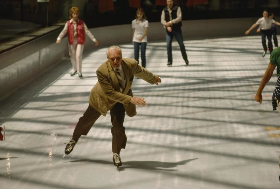 An elderly ice skater at the Galleria Mall, Dallas, Texas. USA. [Dagens foto - september 2011]