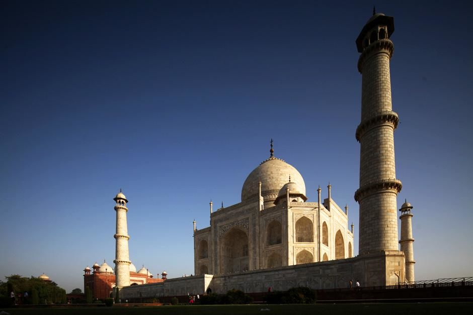 Taj Mahal, Agra, India: The Taj Mahal view taken from a large garden or Charbagh, a formal Mughal... [Dagens billede - august 2012]