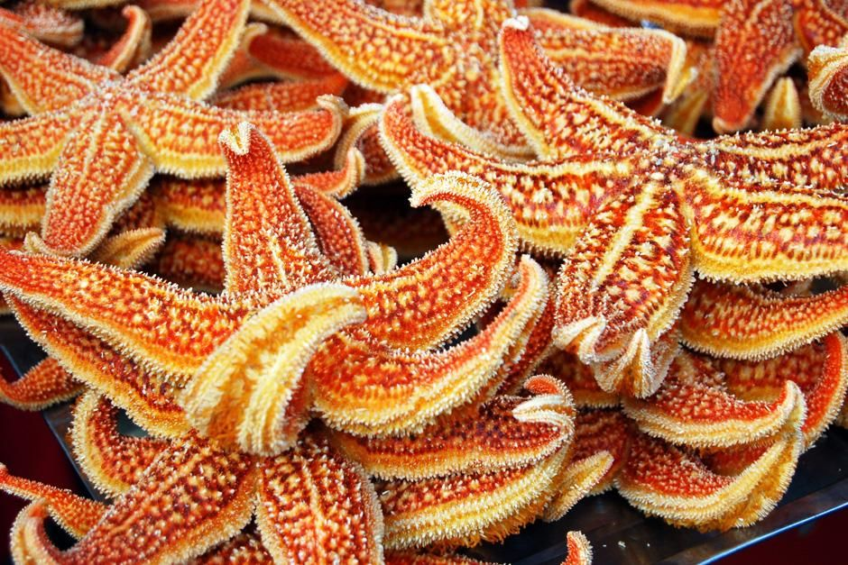 Close up of star fish being sold at a Chinese market. This image is from Dangerous Encounters. [Photo of the day - September 2012]