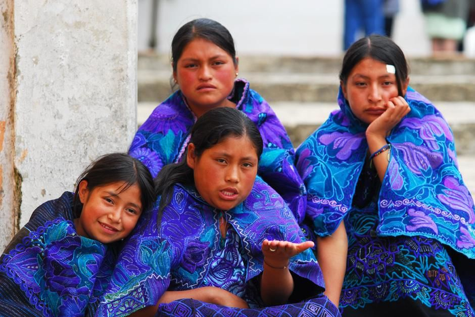 Zinacantan (State of Chiapas), Mexico: Girls donned in deep blue and purple outfits sit on steps,... [Dagens foto - september 2012]