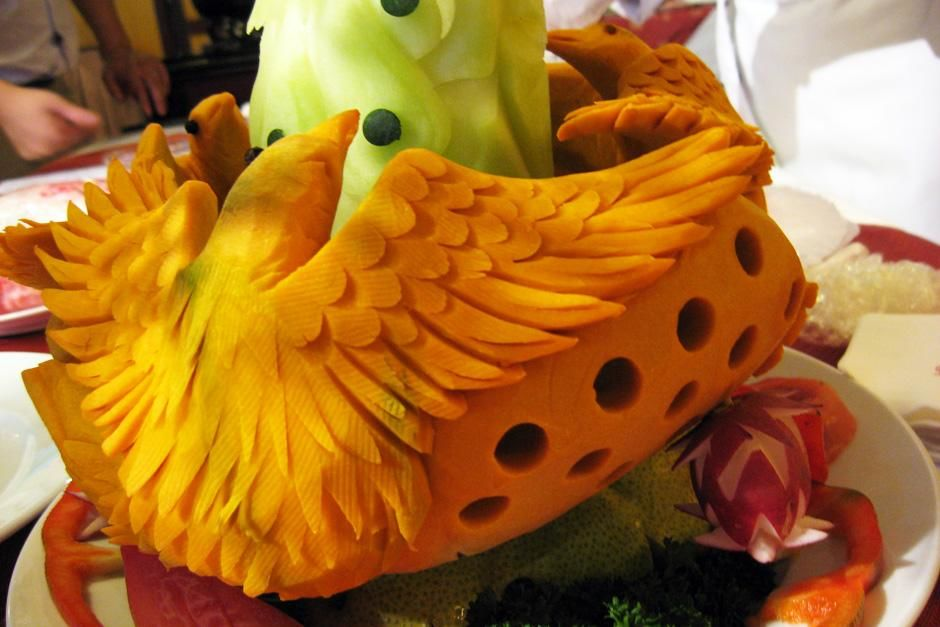 Birds carved out of yellow fruit. This image is from Food Lover's Guide to the Planet. [Dagens billede - september 2012]