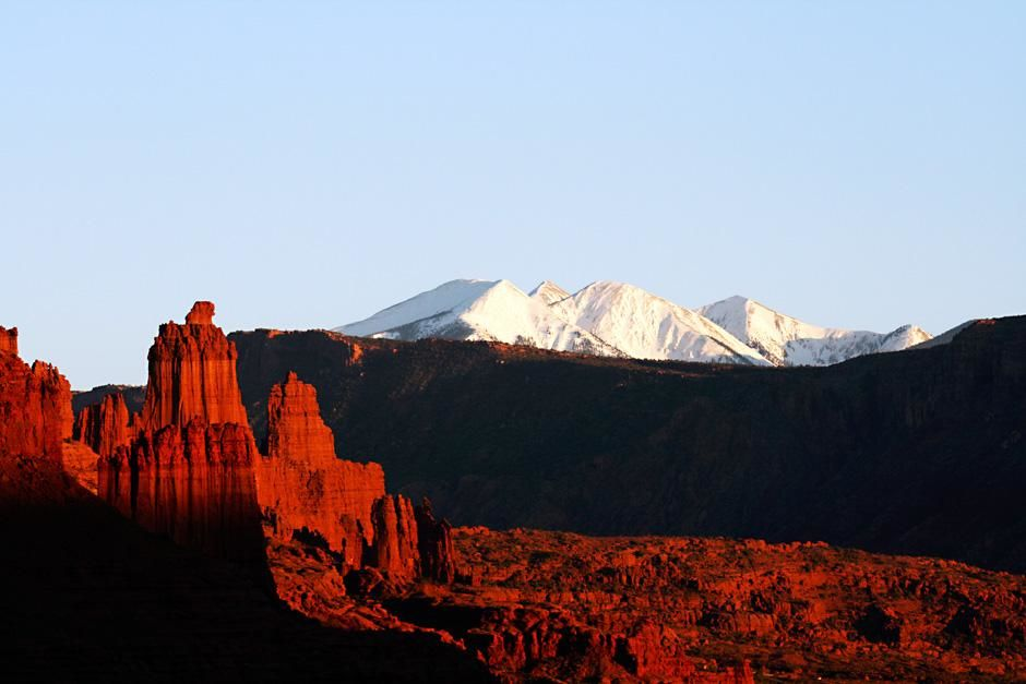 Moab, Utah: Sunset on The Fisher Towers. This image is from First Ascent. [Фото дня - Сентябрь 2012]