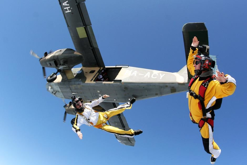 Michael Holmes and Frank Tässer skydiving just after they jumped from the plane flying over Colo... [Dagens foto - oktober 2012]