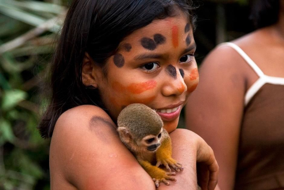 BRAZIL: Native Amazonian girl with monkey. This image is from Departures. [ΦΩΤΟΓΡΑΦΙΑ ΤΗΣ ΗΜΕΡΑΣ - ΟΚΤΩΒΡΙΟΥ 2012]