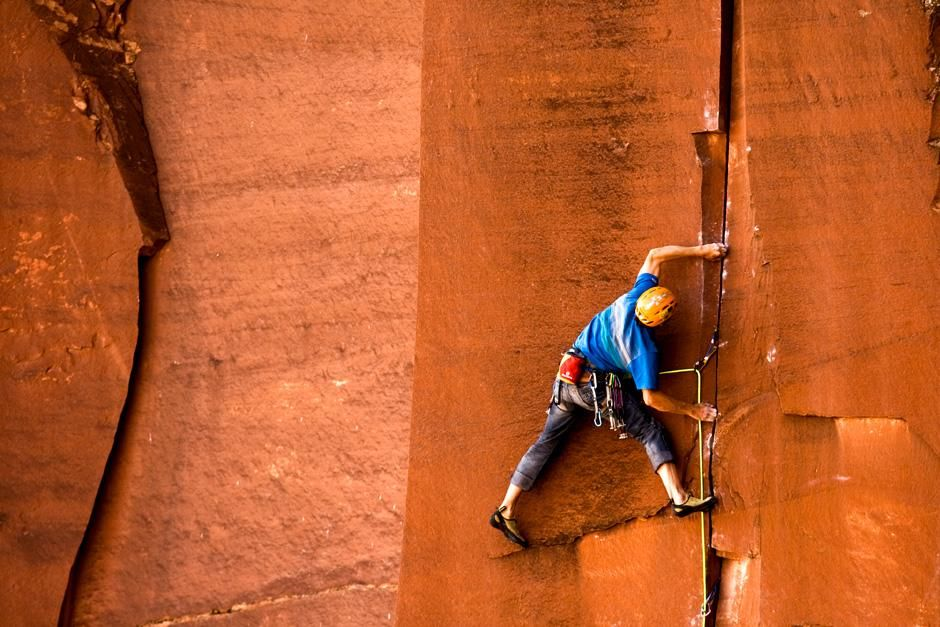 Indian Creek, Utah: Climber Nick Martino working on his new crack climb. This image is from... [Photo of the day - 十月 2012]