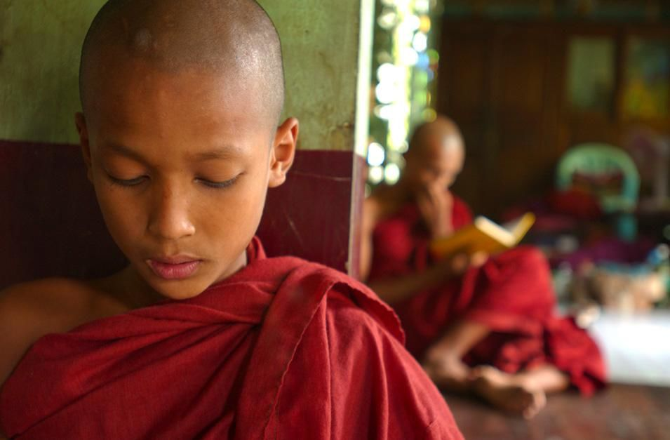 Young Buddhist monk chanting. This image is from Laya Project. [Photo of the day - نوامبر 2012]