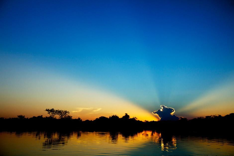 Sunset on the Xingu River, Brazil. This image is from Megapiranha. [صورة اليوم  - دسامبر 2012]