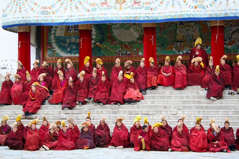 Buddhist monks at the Labrang monastery chanting. This image is from Merton's China. [صورة اليوم  - دسامبر 2012]