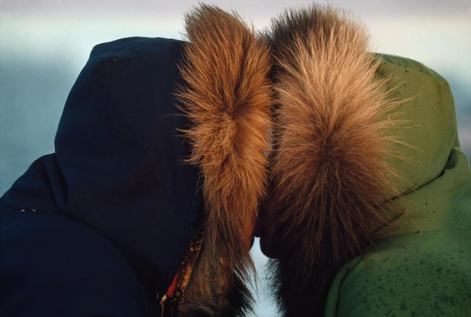 Inuit Eskimos indulge in a traditional nose touching kiss Umingmaktok. Canada. [Photo of the day - oktober 2011]