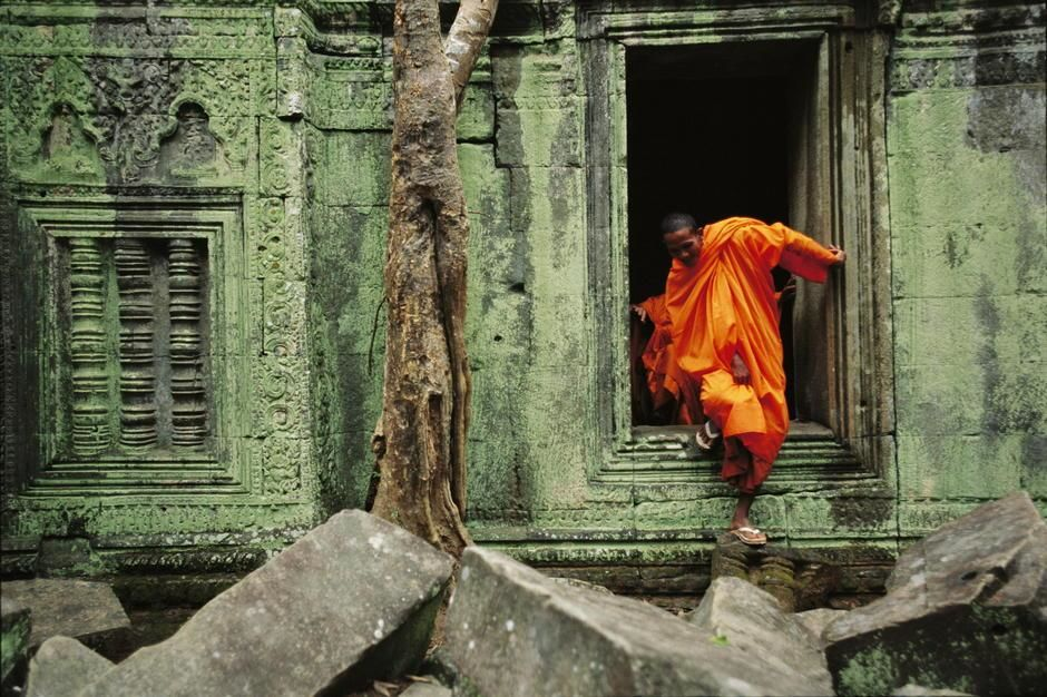 A monk emerges from the doorway of an Angkor Wat temple, Siem Reap. Cambodia. [Photo of the day - oktober 2011]