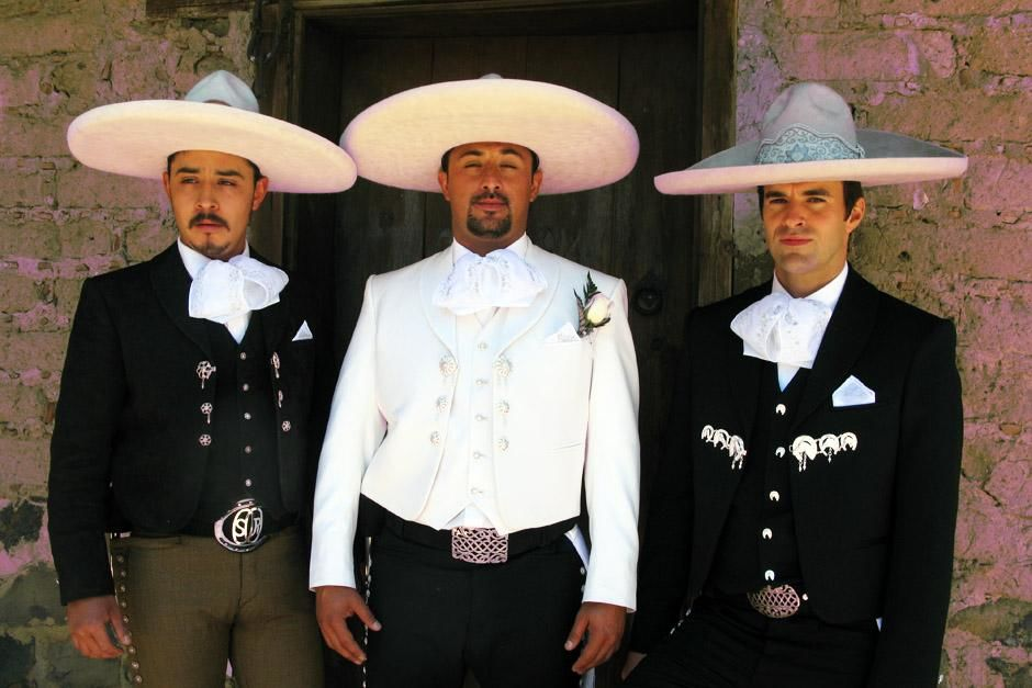 Amecameca, Mexico: Steve Jones, the groom Rene and Best Man, Oscar,  in traditional dress. This... [Foto del día - marzo 2013]