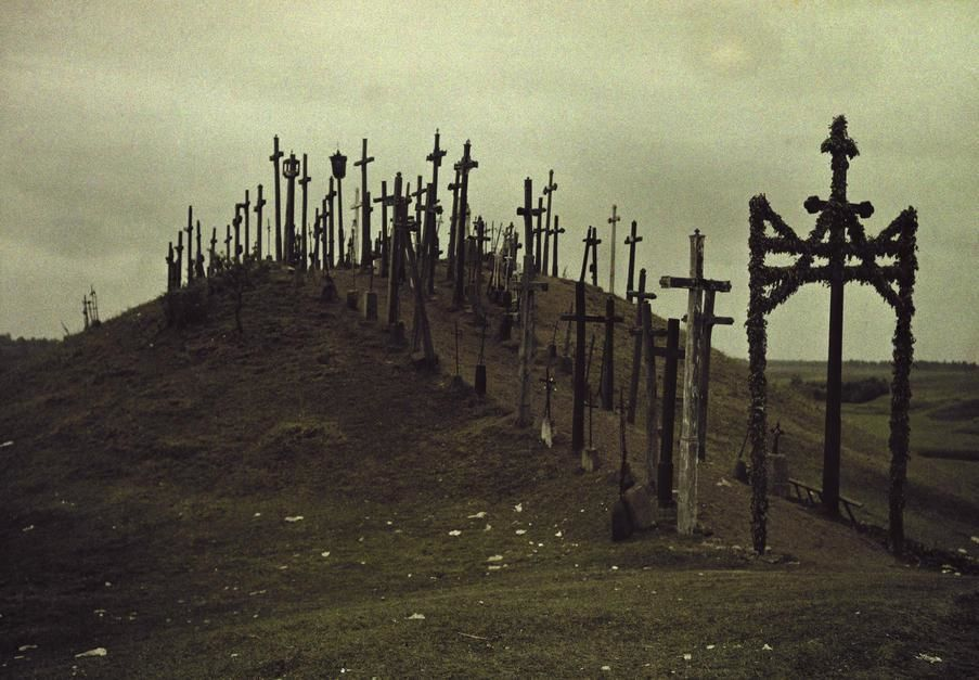 A view of a walkway lined with crucifixes in Lithuania. Russia. [Fotografija dneva - november 2011]