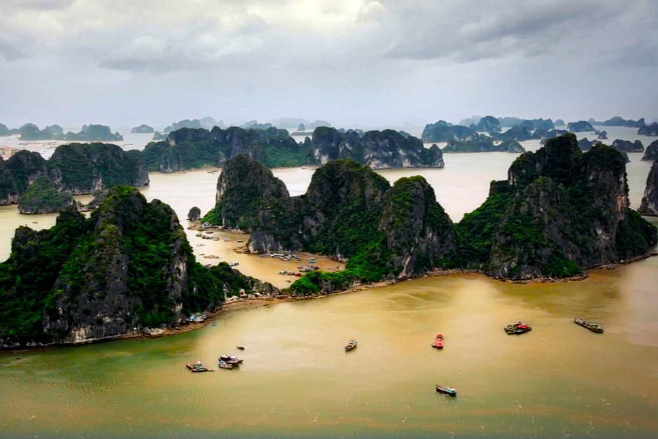 Ha Long Bay, Vietnam. Several boats floating about. This image is from Alien Deep. [Photo of the day - آوریل 2013]