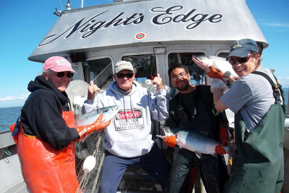Cook Inlet, Alaska, USA: The crew of the Night's Edge (Bonnie, Wes, Renny and Tia) show off some... [Photo of the day - ژوئن 2013]