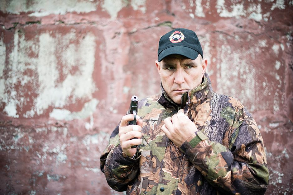 Russia: Vinnie Jones stands armed with a hand gun. This image is from Vinnie Jones: Russia's... [Photo of the day - اکتوبر 2013]