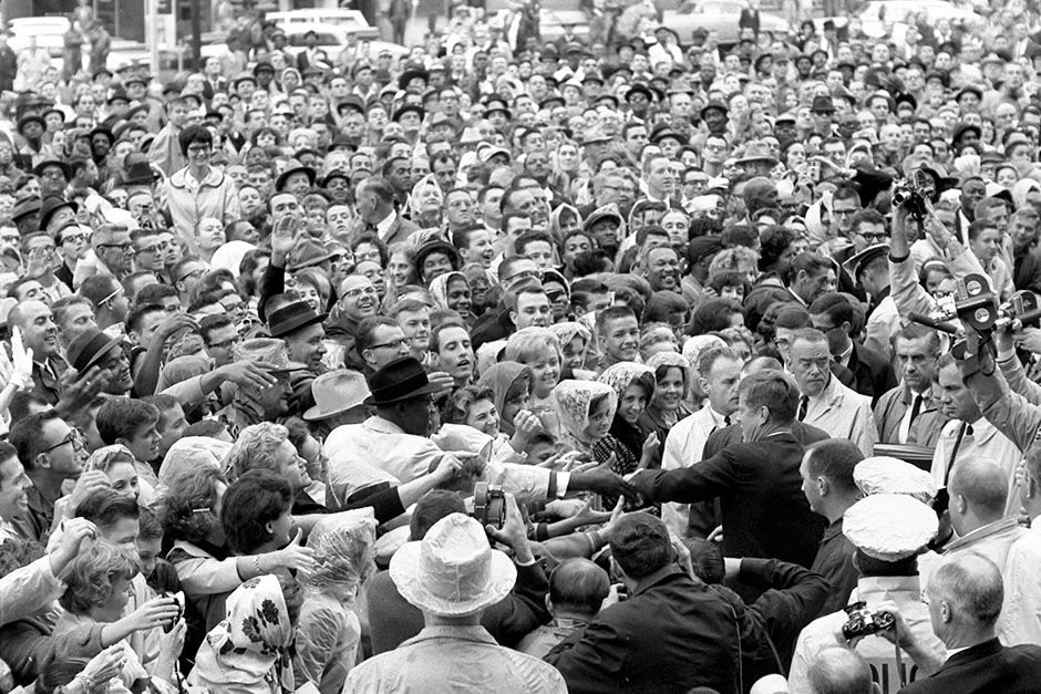 Love Field, Dallas, Texas, USA: President Kennedy wades into a crowd of well-wishers and... [Photo of the day - نوامبر 2013]
