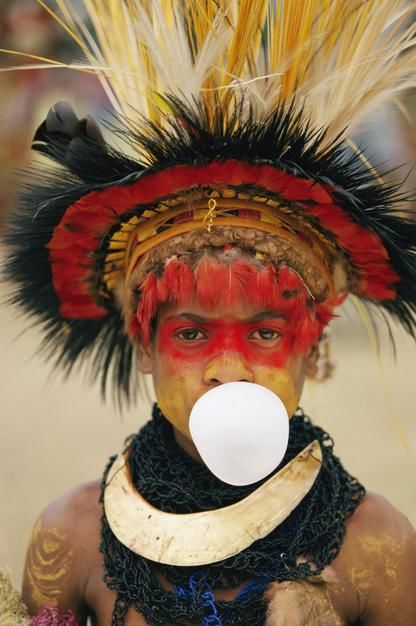 Garoke, Papua-Neuguinea: Tradition trifft auf Moderne. [Photo of the day - Dezember 2011]