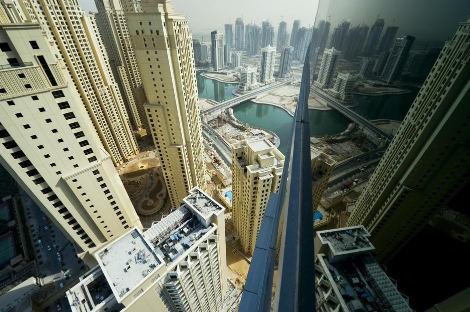 Bybildet av skyskrapere og vassdrag i sentrum av Dubai. [Dagens bilde - Januar 2012]