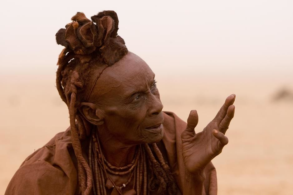 A portrait of a himba elder woman in Hartmann-dalen. [Dagens bilde - Januar 2012]