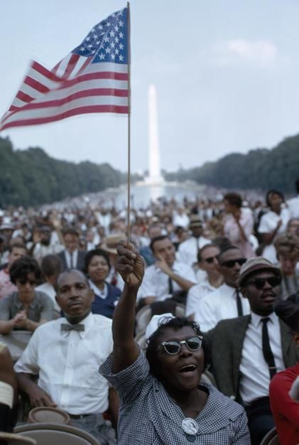 Today is Martin Luther King Day. Here freedom marchers gather at the Lincoln Memorial. [Dagens foto - januari 2012]