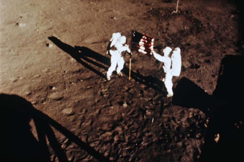 Astronauts Armstrong and Aldrin, raise the American flag on the moon. On this day in 1971 Apollo ... [Photo of the day - פברואר 2011]