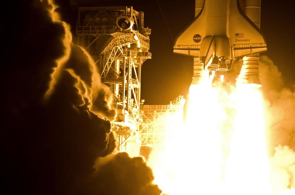 On this day in 1961 the Soviets won the space race. Here the space shuttle Discovery launches its... [תמונת היום - פברואר 2011]