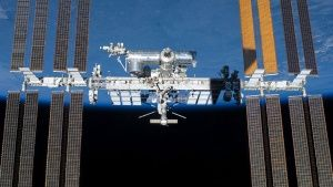 Space Station, May 29, 2011: Back dro... [Photo of the day - MARCH  5, 2014]