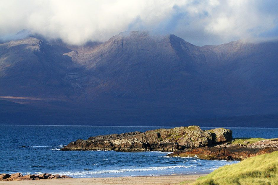 Scotland: One of the many beautiful coastlines in Scotland. This image is from Wild Scotland:... [Foto del día - marzo 2014]