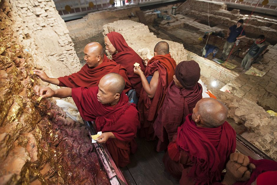 Lumbini, Nepal: Buddhist monks in Lumbini worship at the site where, according to legend, the Bud... [Photo of the day - אפריל 2014]