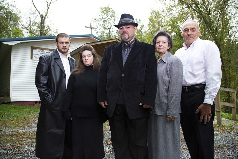 Middlesboro, KY: The Coots family stand outside of their church. Pictured are (from left to right... [Photo of the day - אפריל 2014]