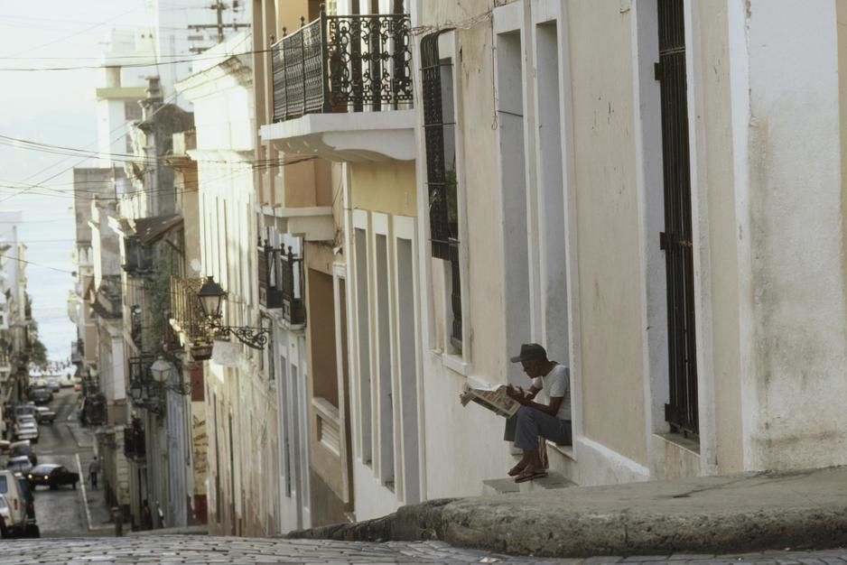 A narrow street lined with restored buildings leads down to the bay in Old San Juan. [Photo of the day - מרץ 2011]