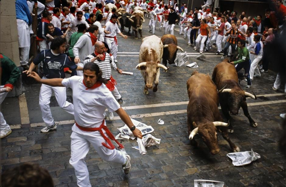 The running of the bulls in Pamplona, Navarra. [תמונת היום - מרץ 2011]