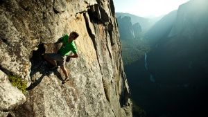 Yosemite National Park, Californie, USA: Honnold s'accorde une pause au milieu de la paroi Chouin... Photo of the day - 23 juillet 2014