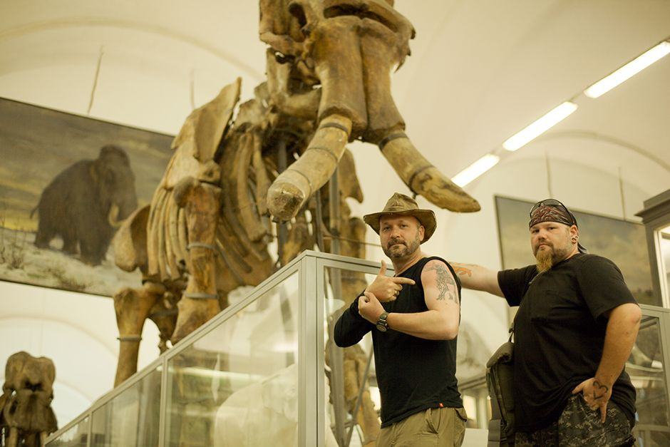 St Petersburg, Russia: Timothy King and Trevor Valle in front of mammoth skeleton at the Zoologic... [Photo of the day - July 2014]