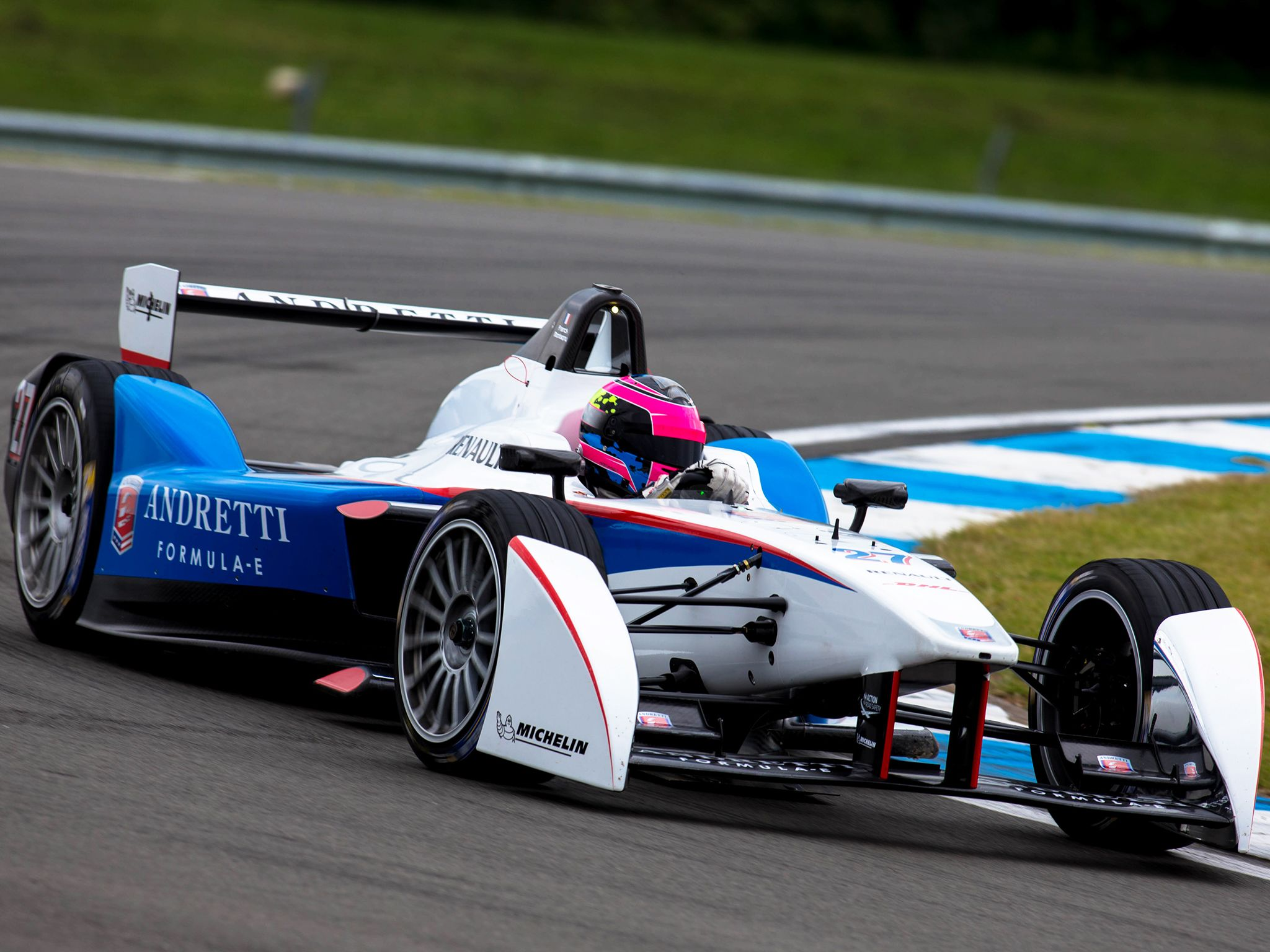 Donington, Royaume-Uni : Une Andretti sur le circuit. Cette image est issue de Formula E: Racing ... [Photo of the day - septembre 2014]