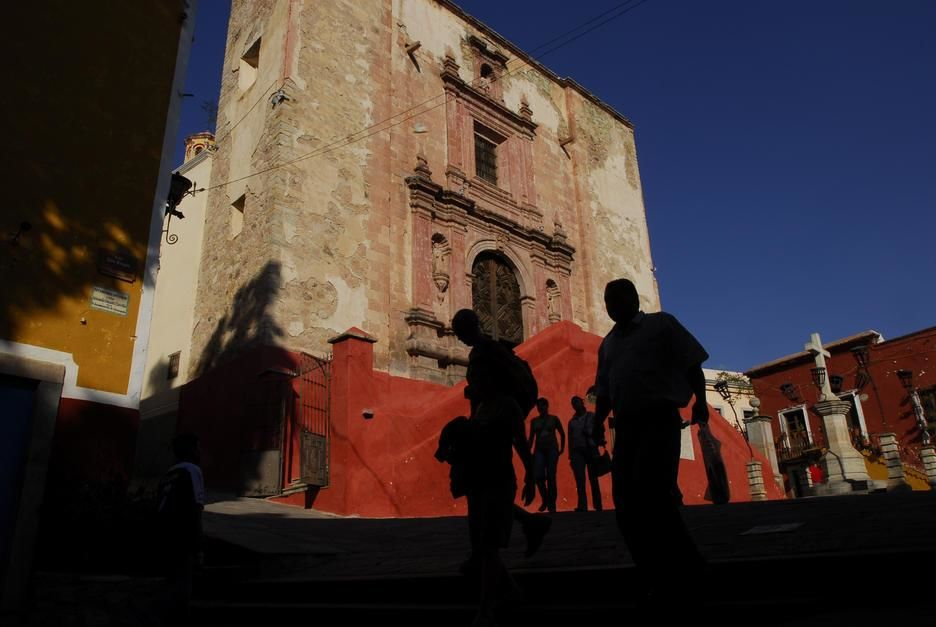 Pedestrians outside San Roque Church, Guanajuato. [Photo of the day - April 2011]