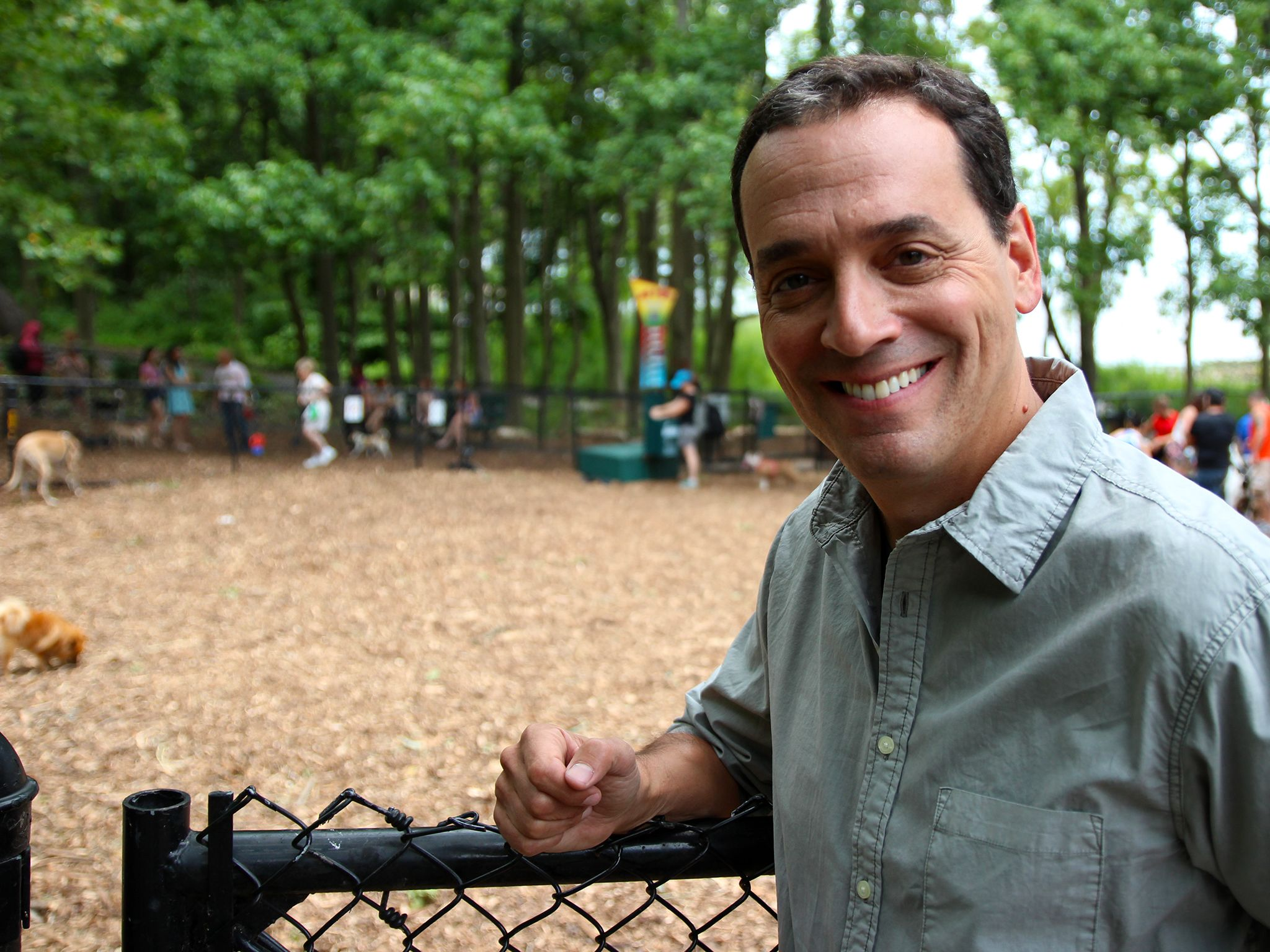 Staten Island, NY, USA: Presenter Daniel Pink heads to a dog park to see how the experiments are... [Photo of the day - 十一月 2014]