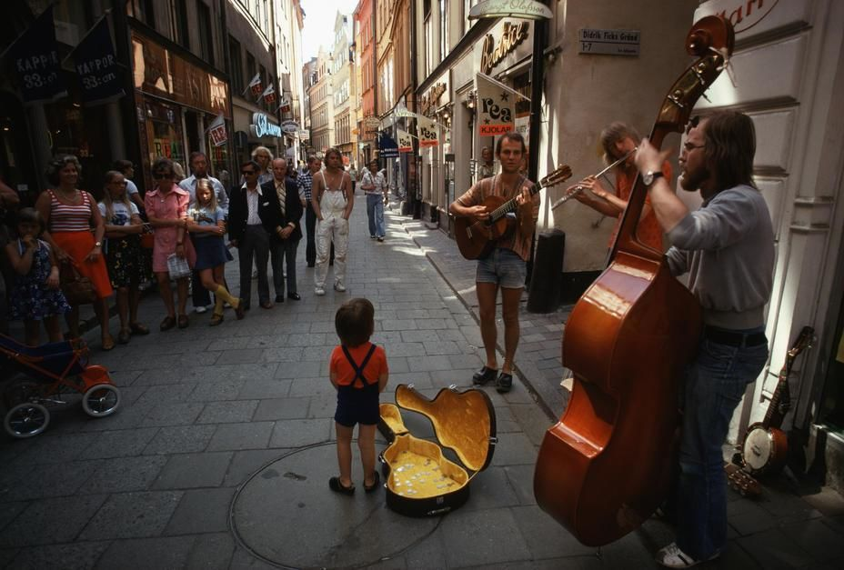 Pedestrians stop to listen to street musicians in Stockholm.  [  -  2011]
