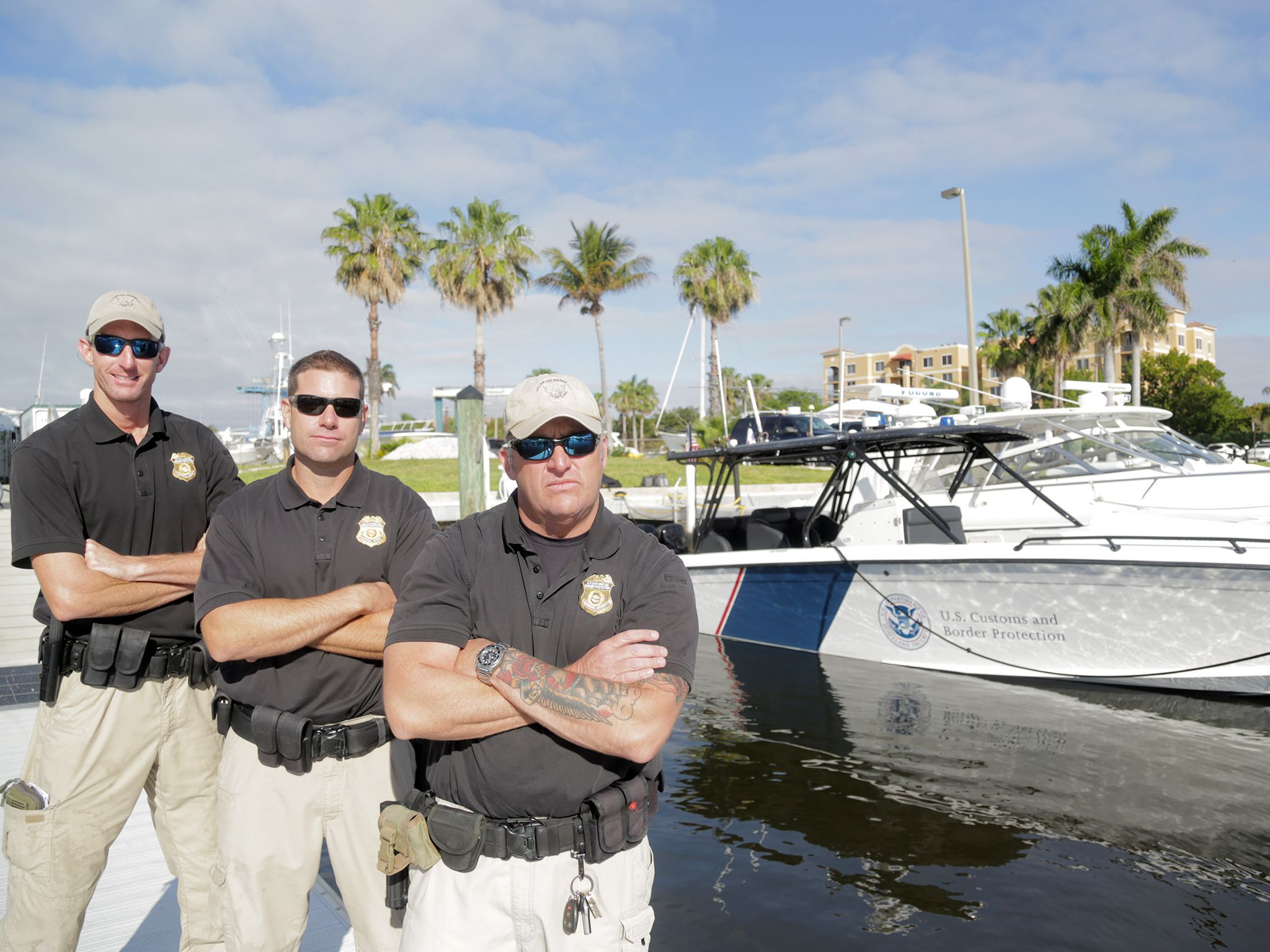 West Palm Beach, Fla.: Jack Creaig Custom Border Protection Commander and crew by their boat in... [Photo of the day - 一月 2015]