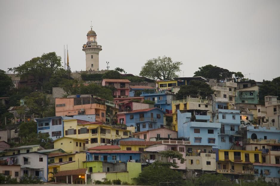 A colourful mix of houses and the lighthouse of Santa Ana Hill, Barrio Las Penas Guayaquil. Ecuador [Dagens foto - augusti 2011]
