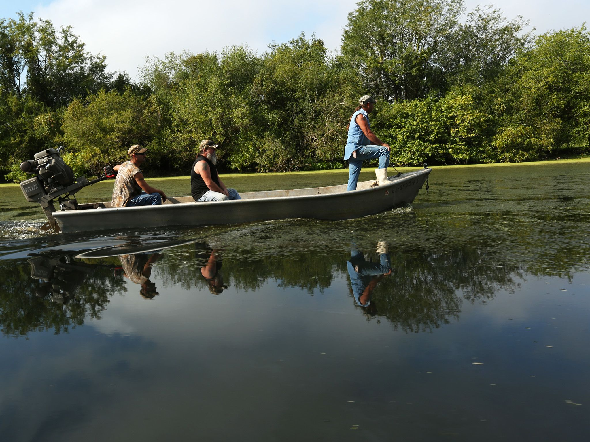 Morganza, LA.: Seth, David, and Keith in their boat as they continue to set traps in hopes of... [Photo of the day - می 2015]