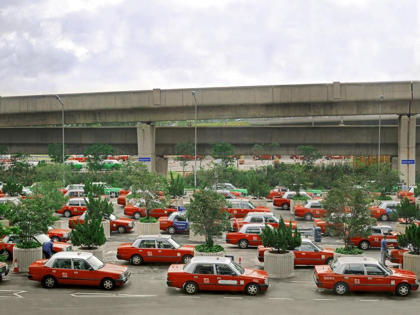 A sea of taxis parked outside of the Hong Kong airport waiting for passengers. [Dagens foto - maj 2011]
