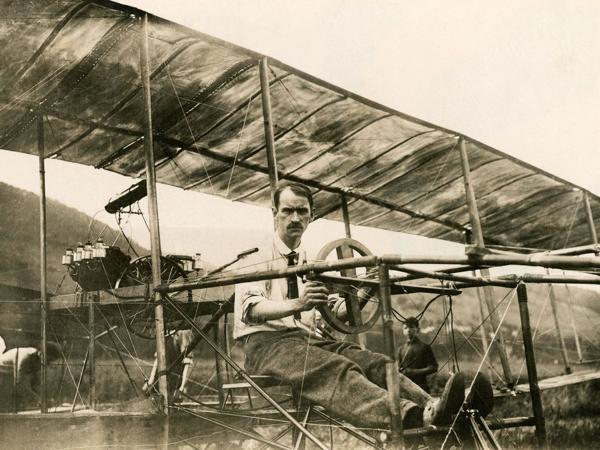 Glenn Curtiss in his Biplane, July 4, 1908. This image is from American Genius. [Фото дня - Август 2015]