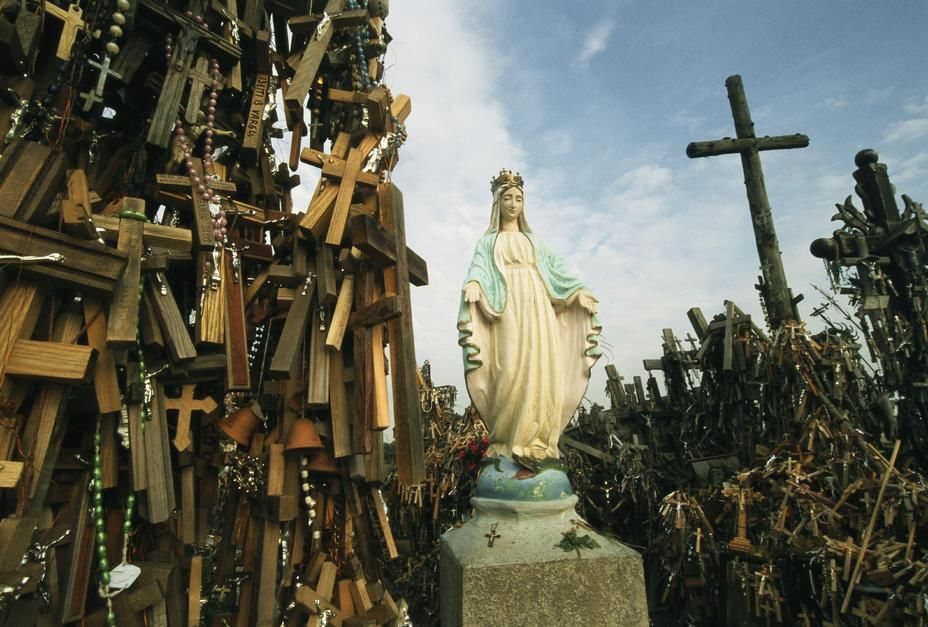 Statue of Mary on the Hill of Crosses. [Dagens foto - maj 2011]