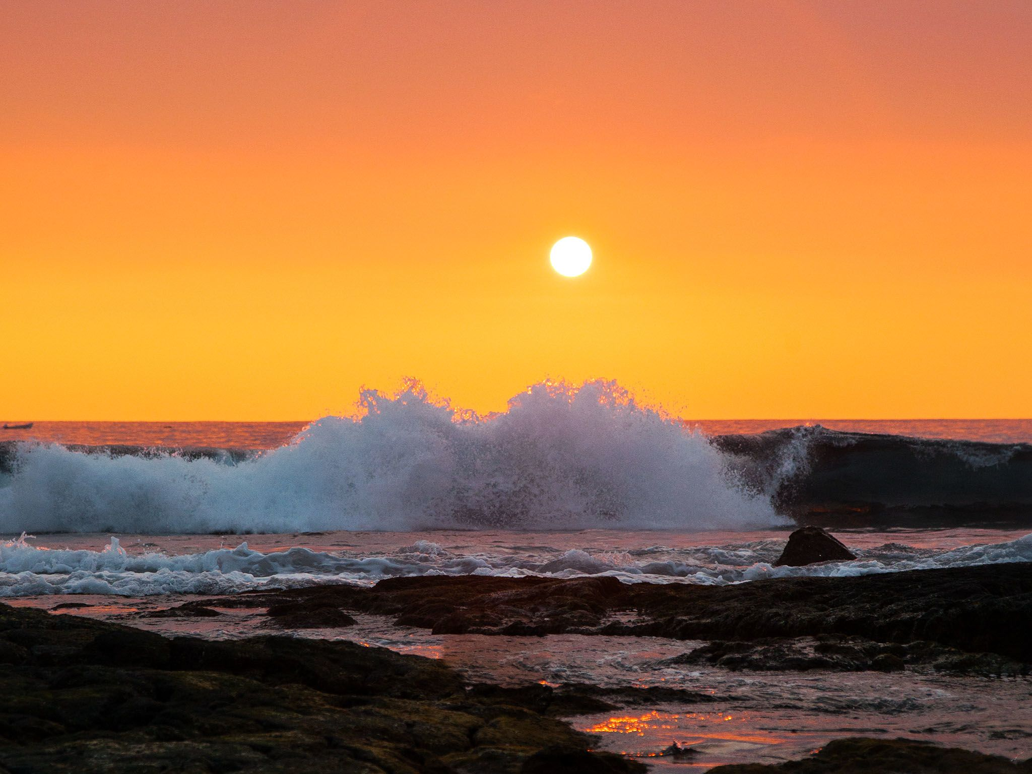 Tide rolls in at Sunset onto the rocky Kona shores. This image is from United Sharks of America. [Photo of the day - August 2015]
