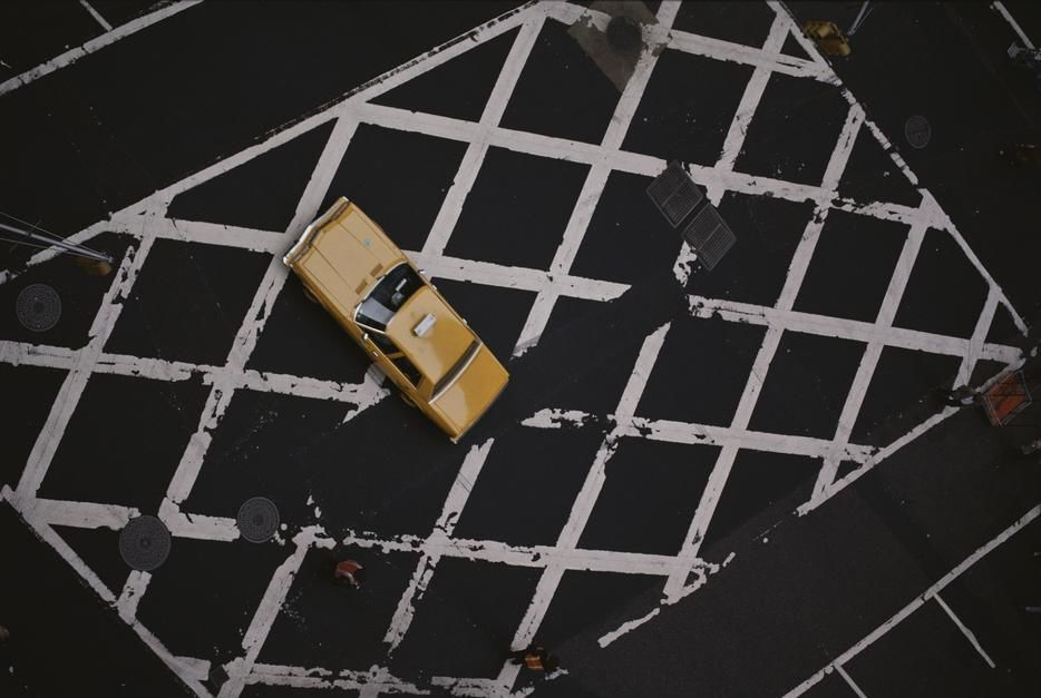 A taxi sits in a crosswalk at the intersection of 37th and Broadway in New York City. [Dagens billede - maj 2011]